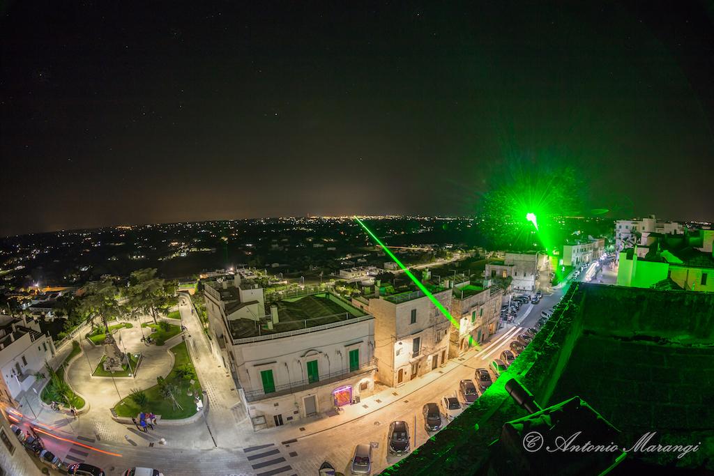 都市を繋ぐ光の道しるべ