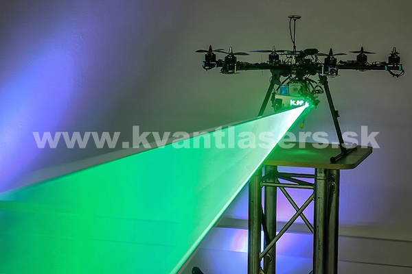マルチコプターにレーザー搭載、ラジコンビーム、照射
