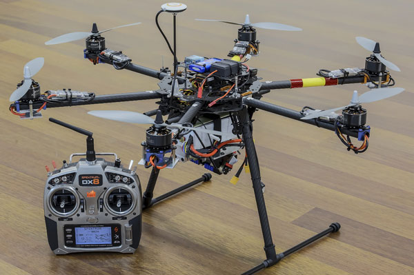 マルチコプターにレーザー搭載、ラジコンヘリコプター